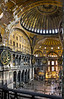 Hagia Sophia (Aya Sofia) : Ganz einfach einer der groartigsten Innenrume, die es gibt, und das seit 537. Dazu wunderbare Kapitelle und Mosaiken. (Nov. 2012)