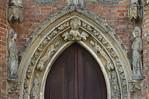 Frankfurt/Oder, St. Marien. Nordportal, Detail: Moses, David, Propheten im Gewände, Engel + Maria außen