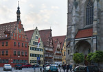 Dinkelsbühl. St. Georg: Blick auf Häuser des Ledermarkts