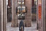 Nürnberg. St. Sebald: Ostchor mit Kreuzigungsgruppe und Sebaldusgrab