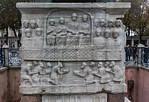 Istanbul, Obelisk im Hippodrom: Nordwestseite mit Huldigung der Barbaren (links Perser, rechts Germanen)