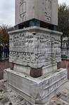 Istanbul, Obelisk im Hippodrom: Theodosius und Mitregenten in Kaiserloge (Kathisma) bei Zirkusspielen (Nordansicht)