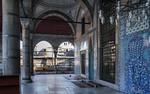 Istanbul, Rüstem Pascha: nördl. Teil der Vorhalle mit Bildfeld einer Blütenstaude