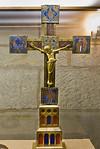 Hildesheim. St.Godehard. Schatzkammer: Vortragekreuz (E. 12. Jh.), Christus Kopie vom Bernward-Kreuz