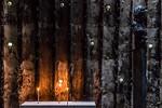Bruder-Klaus-Kapelle Wachendorf: Kerzen und Bruder-Klaus-Skulptur (Peter Zumthor 2007)