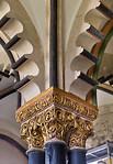 Freyburg, Schloss Neuenburg. Obere Burgkapelle, mittl. Stütze unter Zackenbögen