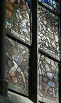 Halberstadt, Dom. Fensterdetail im Chorumgang im Streiflicht
