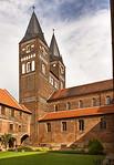Jerichow, Stiftskirche: Blick aus Kreuzgang Richtung Westbau