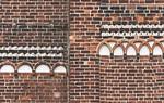 Jerichow, Stiftskirche: Westseite, unterstes Friesband, Übergang Turm und Mittelteil