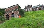 Burgscheidungen, Blick über Terassengarten auf Grotte und Schloss
