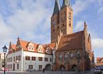 Stendal, Rathaus, Corpsflügel (1480, Fassade 1590), Laubenflügel (2.H. 14.Jh.)