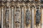 Freiberg, Dom. Goldene Pforte, rechtes Gewände: Johannes d. Evangelist, David, Bathseba, Aaron)