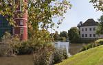 Muskau, Unterpark, Schlossteich mit Teilen von neuem und altem Schloss