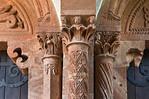 Wechselburg, ehem. Augustinerchorherrenstift. Säulen und Kapitelle in Vorhalle