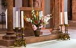 Wechselburg, ehem. Augustinerchorherrenstift. Altar im Kanzelziborium