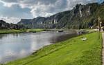 Elbufer bei Rathen mit Blick auf Bastei (Sächsische Schweiz)